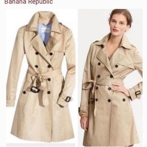 Banana Republic Trench Coat in Beige